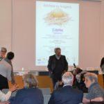 Il pubblico prende posto; al centro Umberto Zandrini - Presidente Consorzio SiR