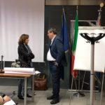 Il Dott. Giovanni Rollero, Giudice Tutelare e Presidente dell'8° Sez. Civile del Tribunale di Milano, e Rossella Collina, Presidente di Anffas Milano Onlus, a colloquio prima dell'inizio della conferenza