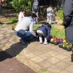 Il laboratorio di floricoltura con i bambini del Servizio di Riabilitazione di Consorzio SiR